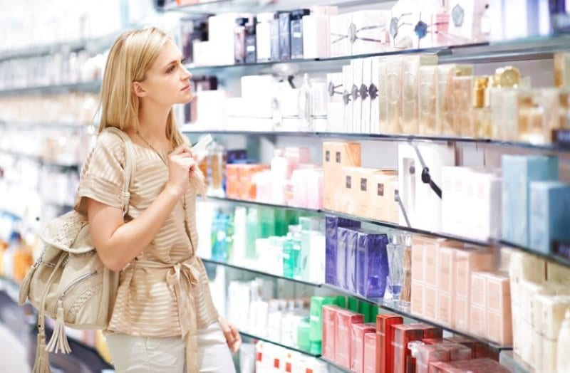 В парфюмерном магазине